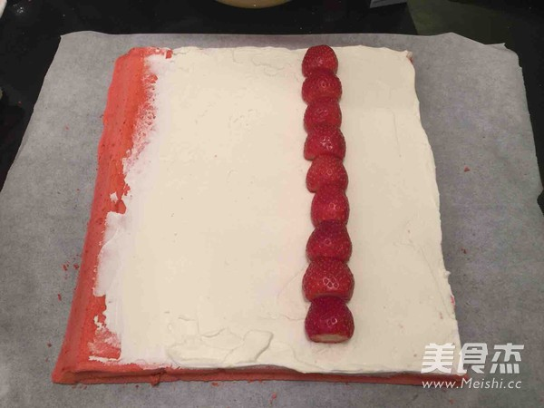 草莓味棉花糖蛋糕卷怎么煸