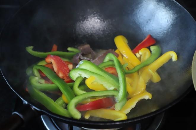 爆炒彩椒火腿肉的简单做法