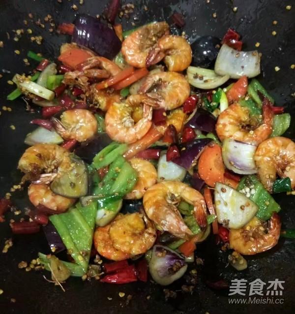 香辣麻花虾怎样炒