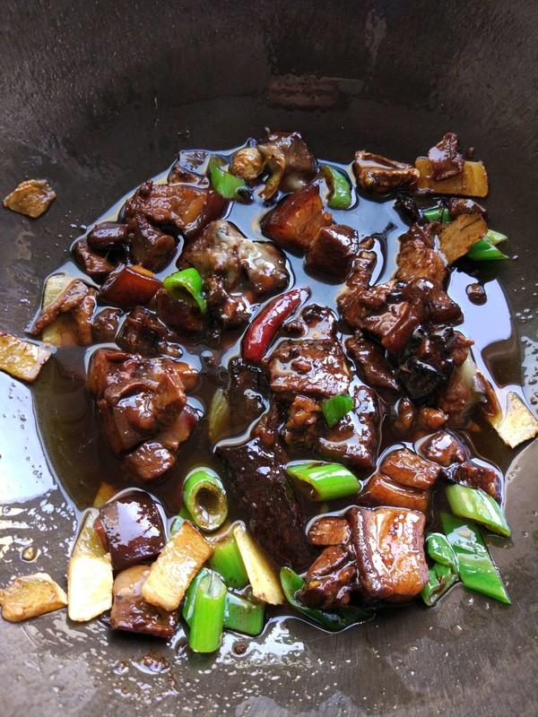红烧肉土豆炖粉条的简单做法