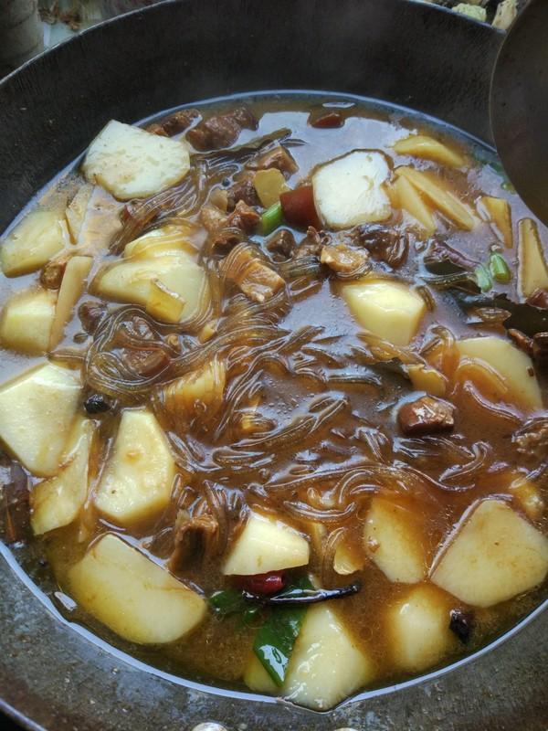 红烧肉土豆炖粉条怎么煮