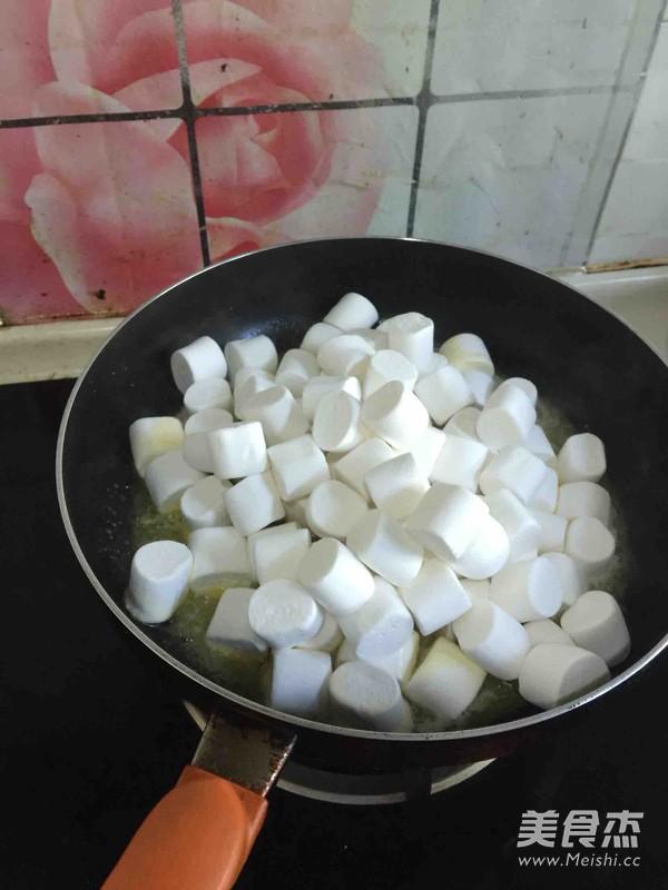 手工花生蔓越莓牛轧糖的家常做法