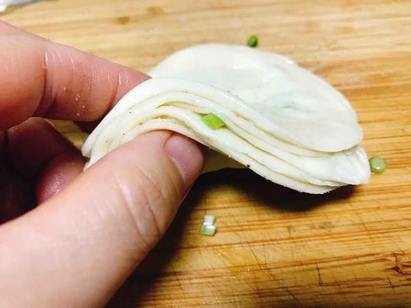 酥脆香葱小饼(饺子皮版)的简单做法