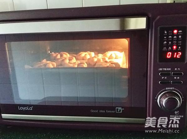 紫薯菊花小面包怎样炒