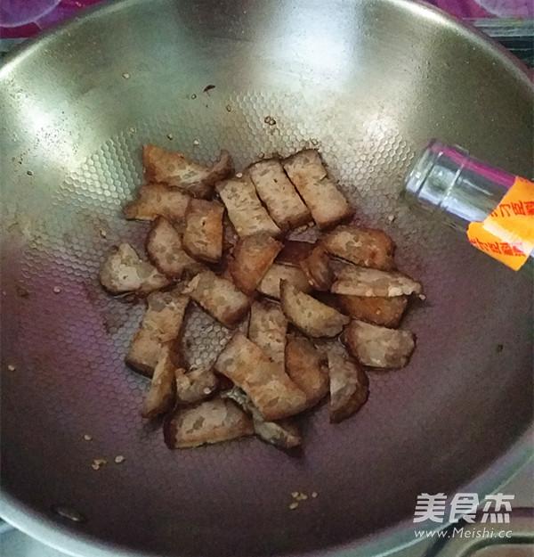 蒜苗炒猪血丸子怎么煮
