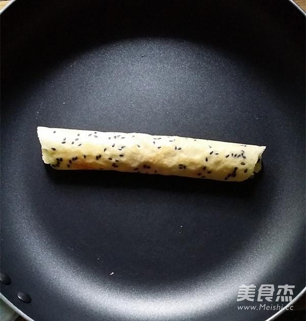 黑芝麻香酥蛋卷怎么煸