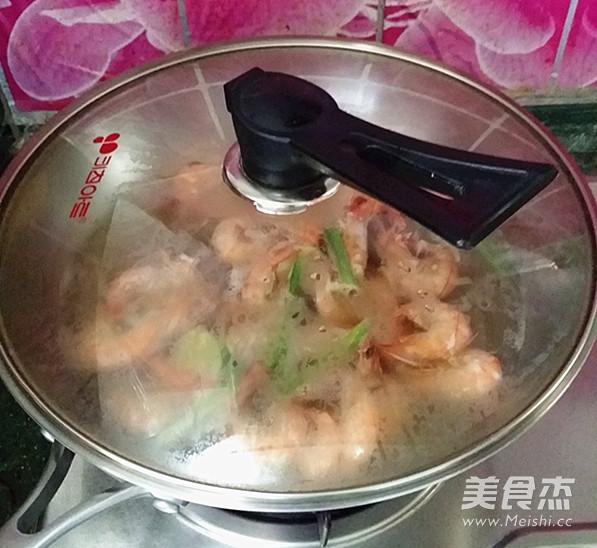 白灼对虾怎么吃