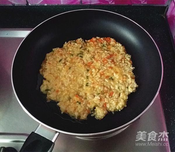 鸡蛋米饭饼怎么炒