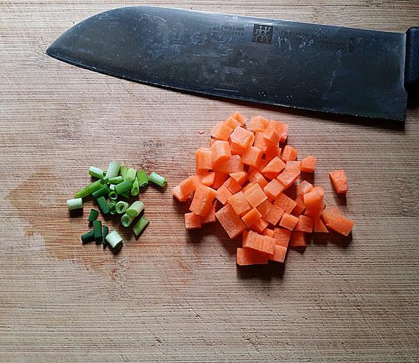 XO酱杂蔬蛋炒饭的家常做法