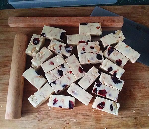 杏仁花生蔓越莓牛轧糖怎样做