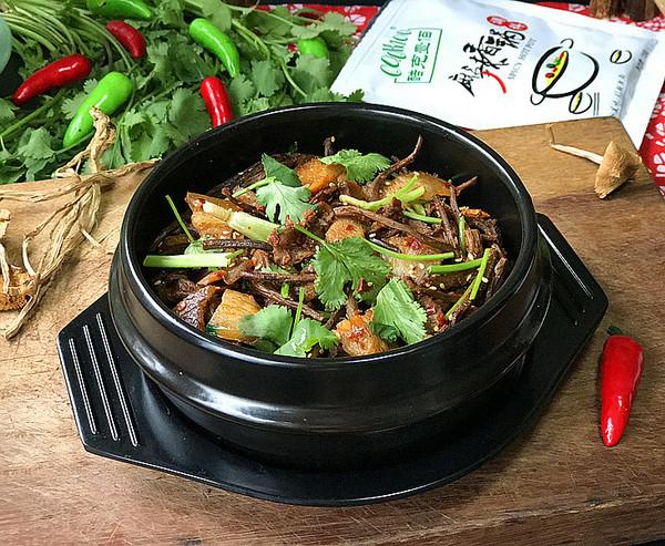 麻辣茶树菇干锅成品图