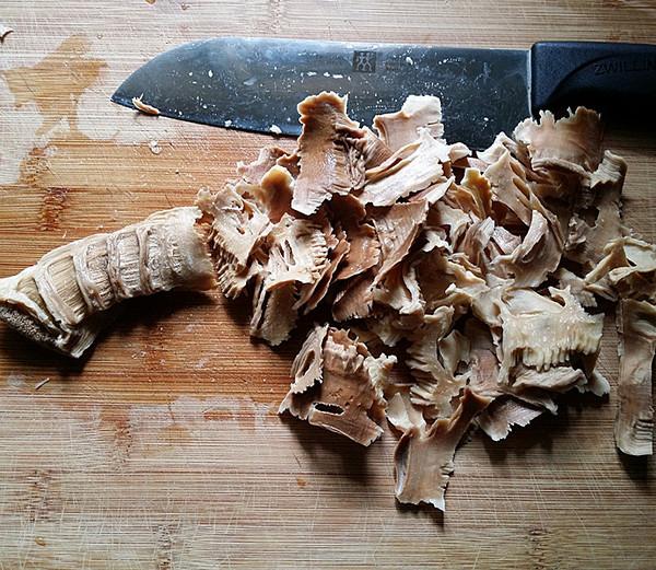 五花肉烧冬笋尖的家常做法