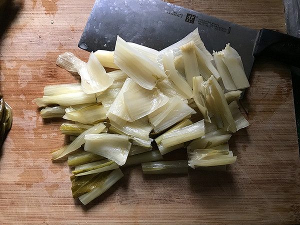 鸭腿腌菜汤怎么吃