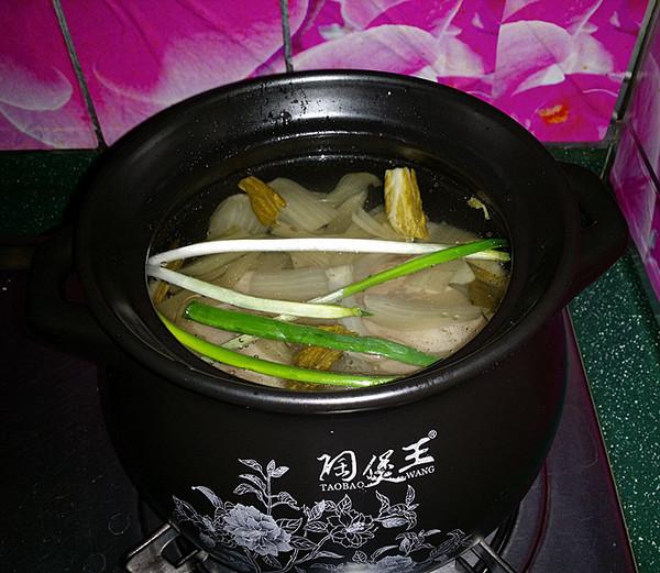 鸭腿腌菜汤怎么炖