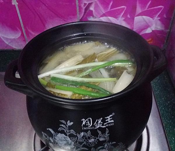 鸭腿腌菜汤怎样煸
