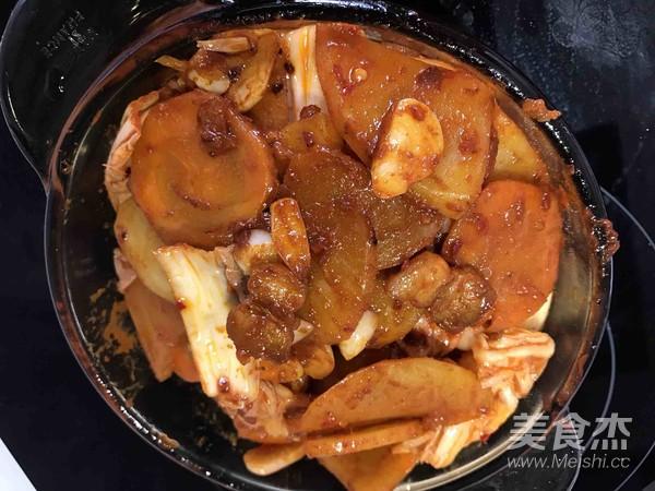 辣白菜炒五花肉土豆片怎样煸