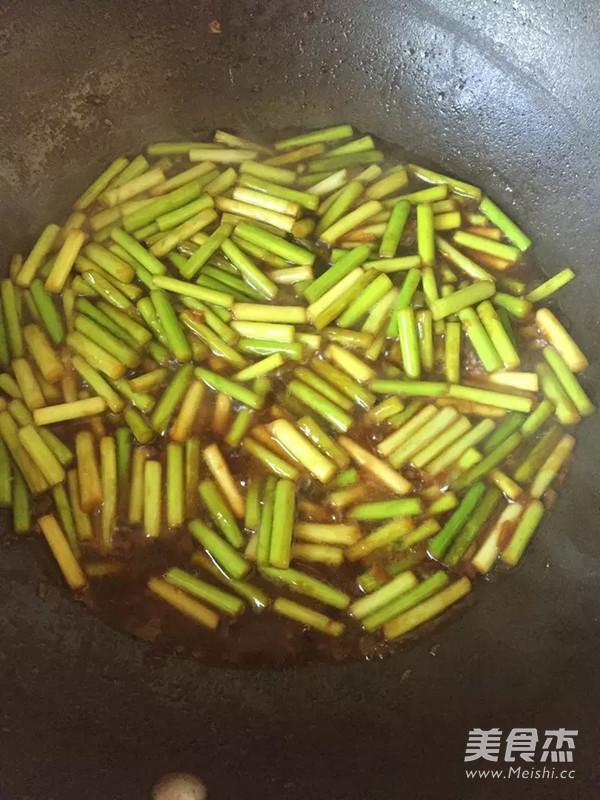 蒜苔炒虾仁怎么吃