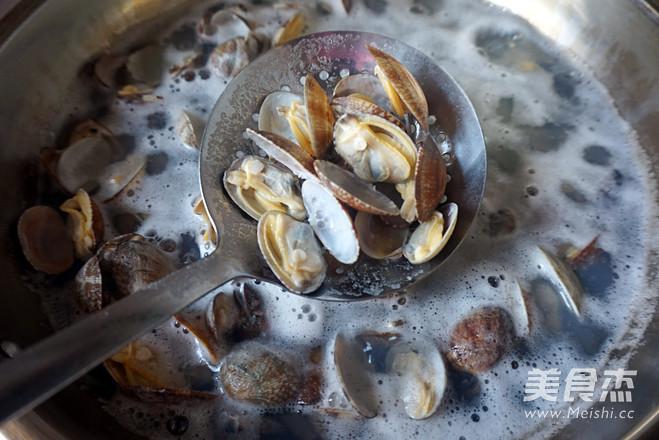 黑胡椒爆花蛤的家常做法
