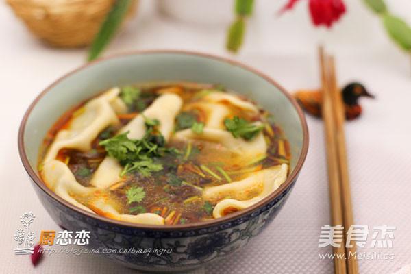酸汤饺子成品图