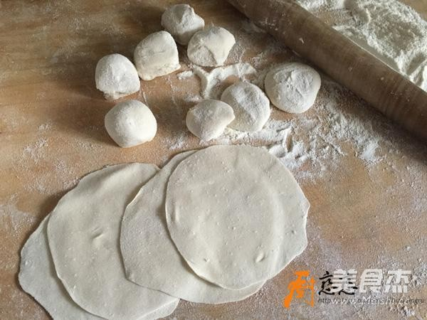 茴香锅贴的简单做法