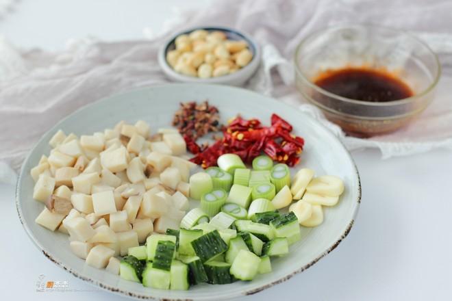 晚餐炒个杏鲍菇,老公对着这盘子素菜,吃了两碗米饭,直嚷好过瘾怎么炒