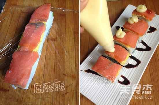 肉蛋三文鱼寿司怎么吃