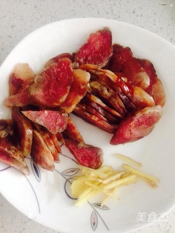 青椒炒腊肠的家常做法