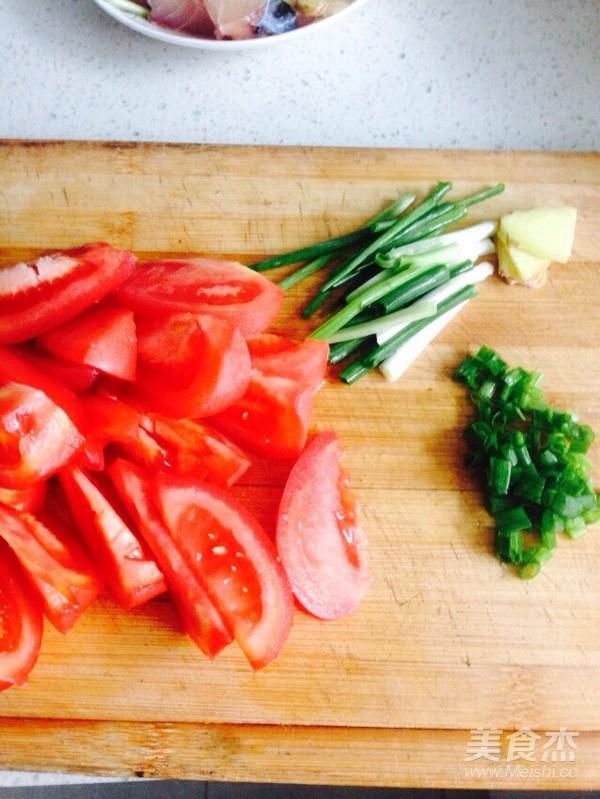 西红柿炖草鱼块的家常做法