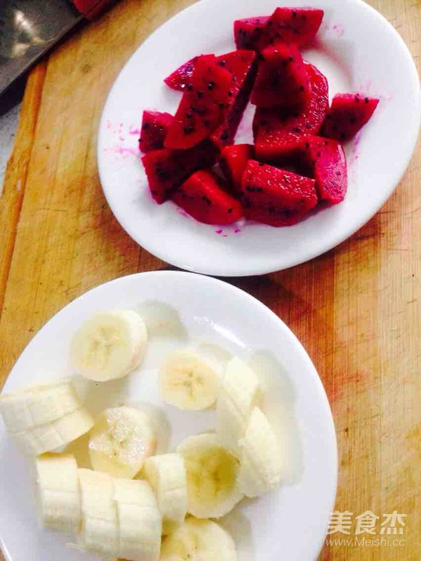 香蕉火龙果莲子桂圆红枣银耳汤怎么煮