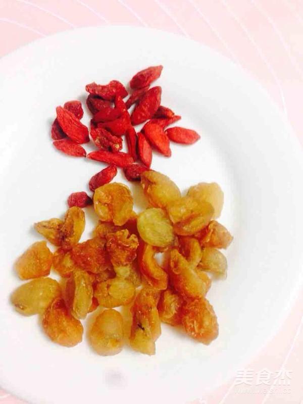 香蕉火龙果莲子桂圆枸杞银耳汤的家常做法
