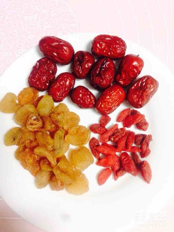 莲子百合红枣桂圆枸杞银耳汤的做法图解