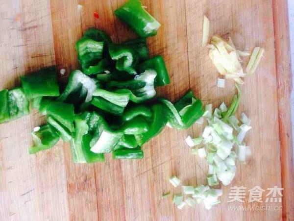 柿子椒咕咾鸡肉的做法图解