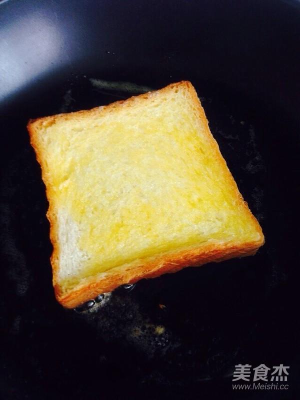 鸡蛋蜂蜜黄油煎吐司的简单做法