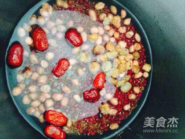 红枣桂圆红豆红米花生粥的家常做法