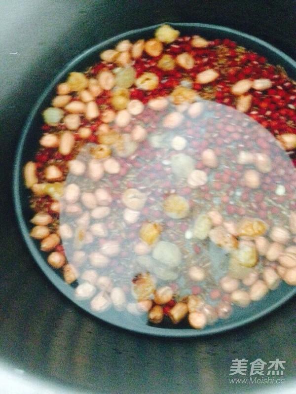 红豆花生红米桂圆粥的家常做法