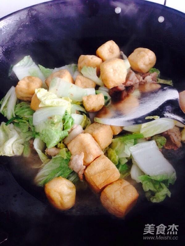 酸辣白菜猪肉炖油豆腐怎么煮