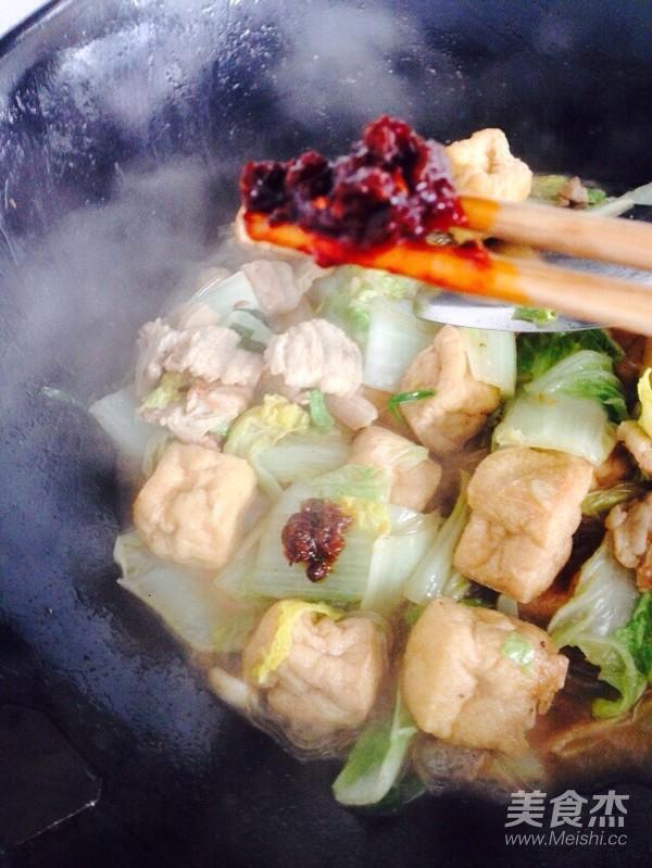 酸辣白菜猪肉炖油豆腐怎样煸
