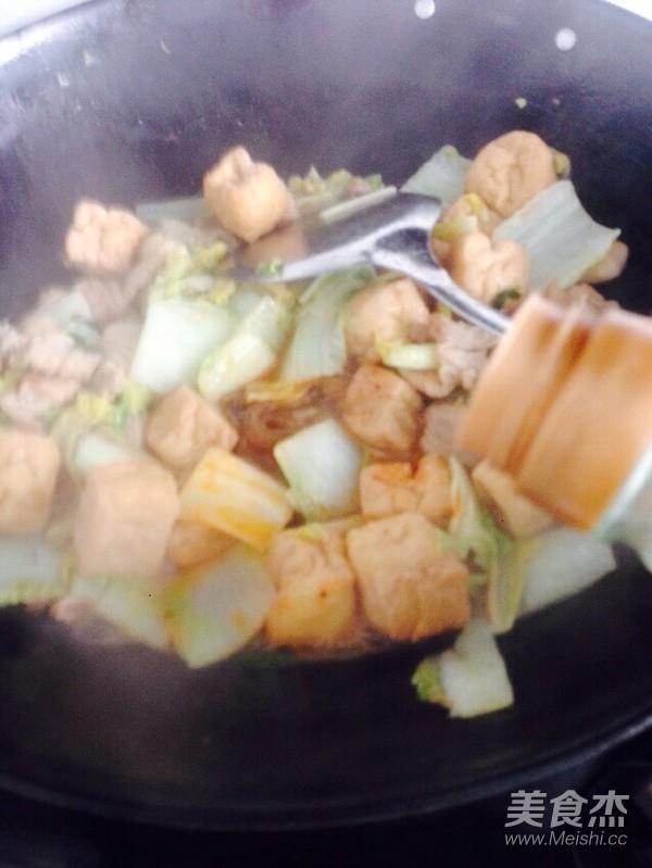 酸辣白菜猪肉炖油豆腐怎样做