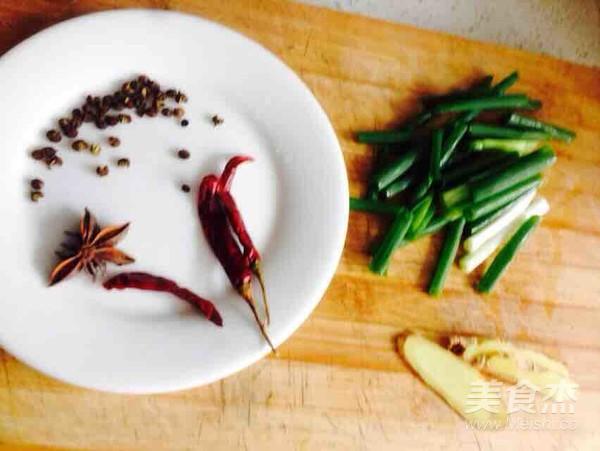 砂锅板栗炖鸡翅的家常做法