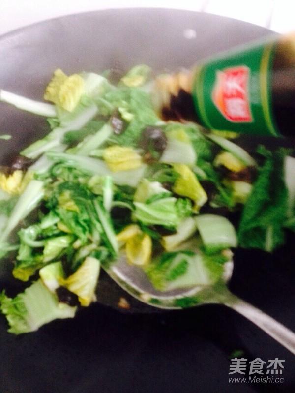 白菜炒木耳怎么煮