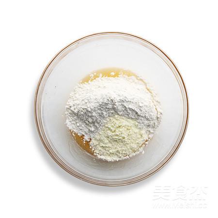 【中秋传统佳品】蛋黄莲蓉月饼的做法图解