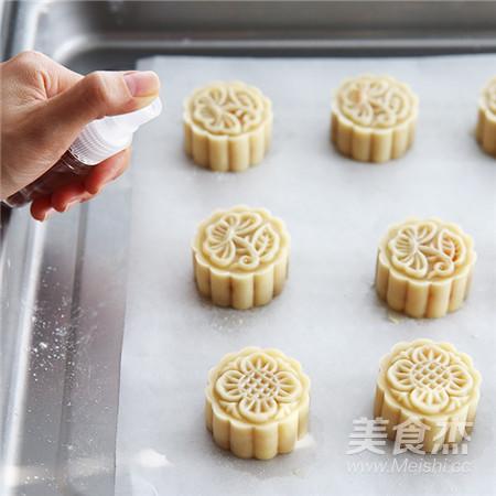 【中秋传统佳品】蛋黄莲蓉月饼怎样煮