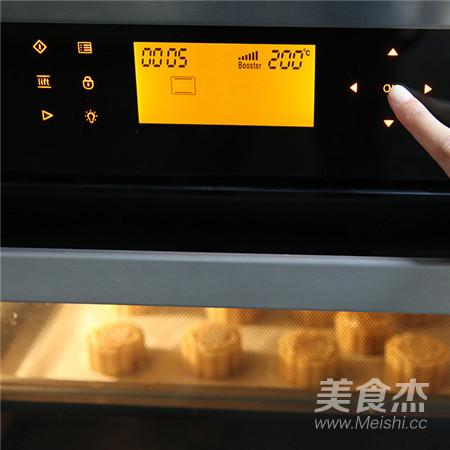 【中秋传统佳品】蛋黄莲蓉月饼的制作