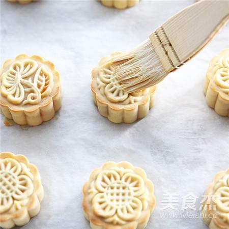 【中秋传统佳品】蛋黄莲蓉月饼的制作方法