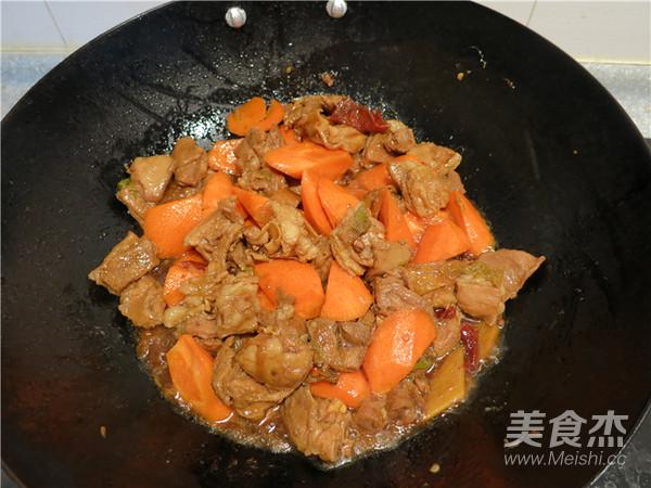 胡萝卜烧羊肉的制作
