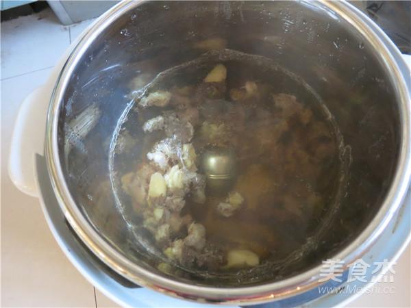 西红柿牛腩汤怎么吃