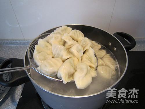 酸菜猪肉水饺的制作