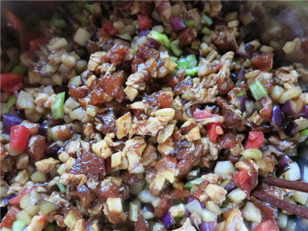 茄子辣椒西红柿猪肉包的做法大全