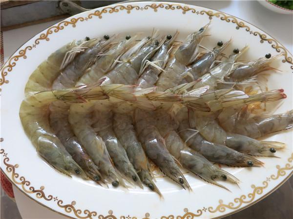 翘尾巴的金银蒜蓉开背虾的制作大全