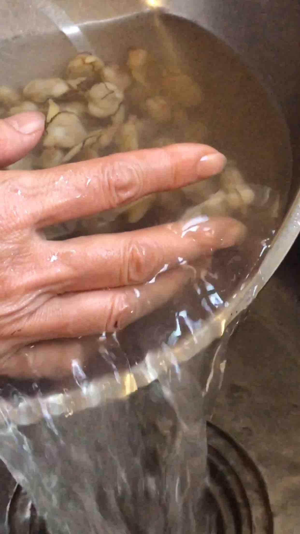 蛤蜊的正确清洗方法怎么炖